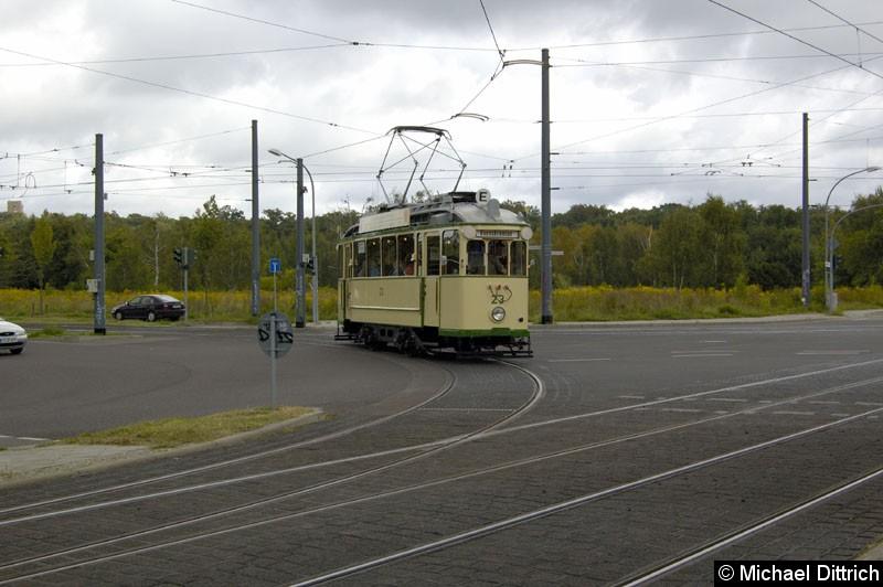 Bild: Wagen 23 aus Magdeburg auf der Kreuzung Georg-Hermann-Allee/Kiepenheuerallee.