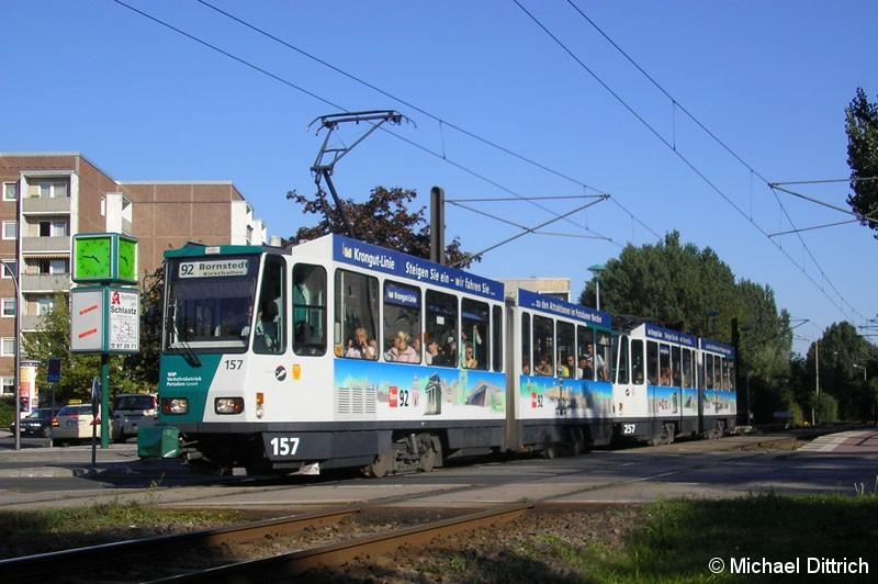Bild: 157 und 257 als Linie 92 beim Verlassen der Haltestelle Magnus-Zeller-Platz.