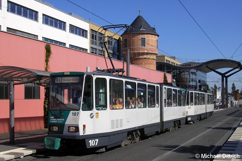 Bild: Da fuhr er noch in Potsdam: 107 und 207 als Linie 93 am Hauptbahnhof. Am 16.12.2008 hat er Potsdam in Richtung Szeged (Ungarn) verlassen.