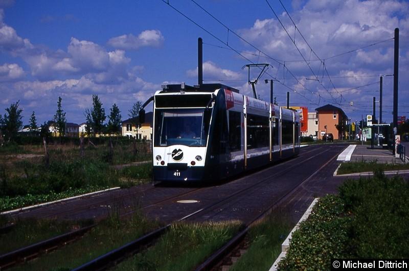411 als Linie 92 an der Haltestelle Hannes-Meyer-Str.