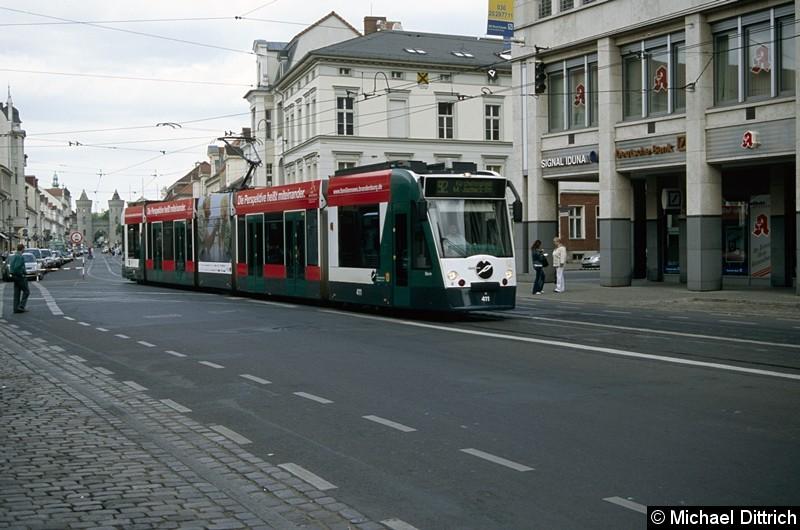 411 als Linie 92 kurz vor der Haltestelle Platz der Einheit/West.
