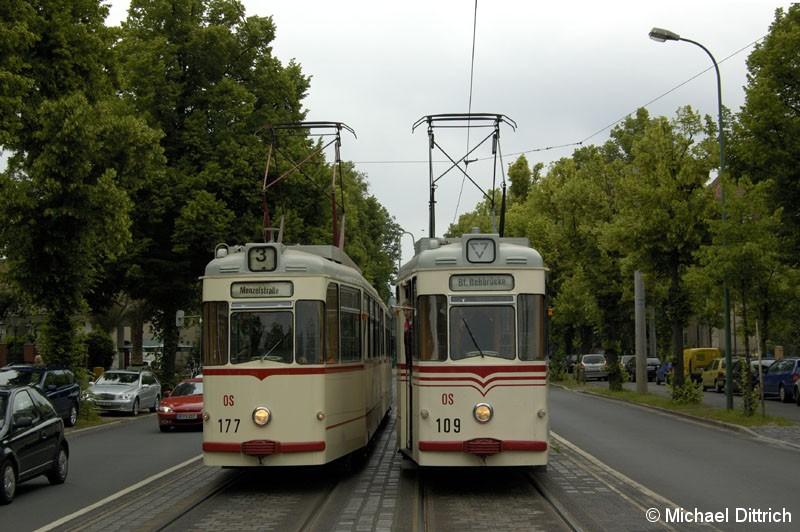 Bild: Im Rahmen der TRAMtours 2007 wurden die Historischen Wagen eingesetzt. Hier steht der 177 neben dem 109 in Höhe der ehem. Haltestelle