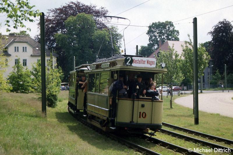 Bild: Der Wagen 10 der Cöpenicker Straßenbahn führte einen Fahrzeugkorso an.