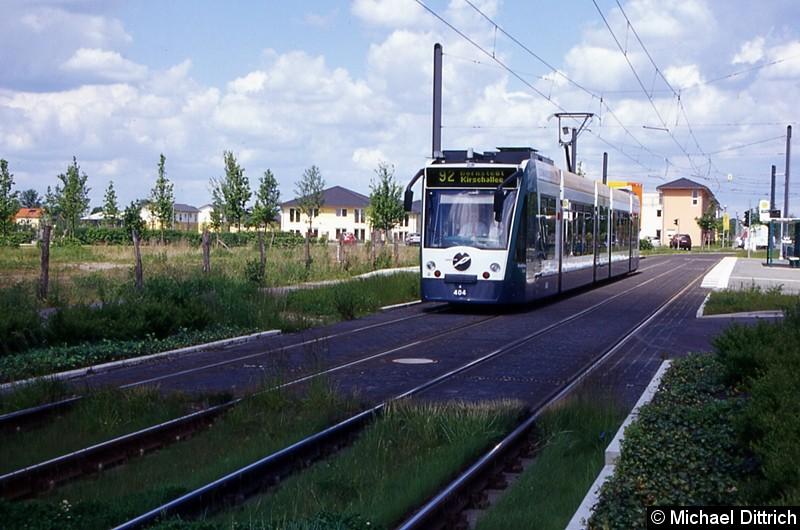 404 als Linie 92 an der Haltestelle Hannes-Meyer-Str.