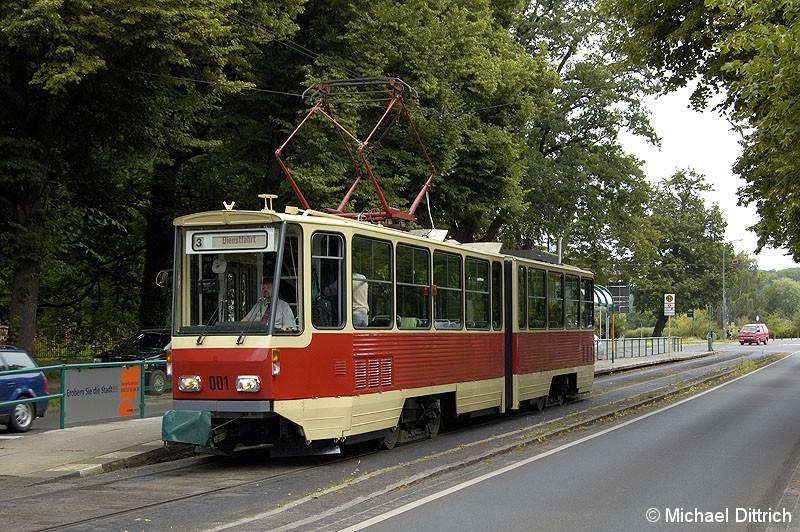 Bild: 001 als TRAMTours 2007 in der Haltestelle