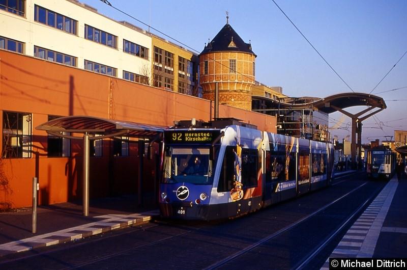 401 als Linie 92 an der Haltestelle Hauptbahnhof.