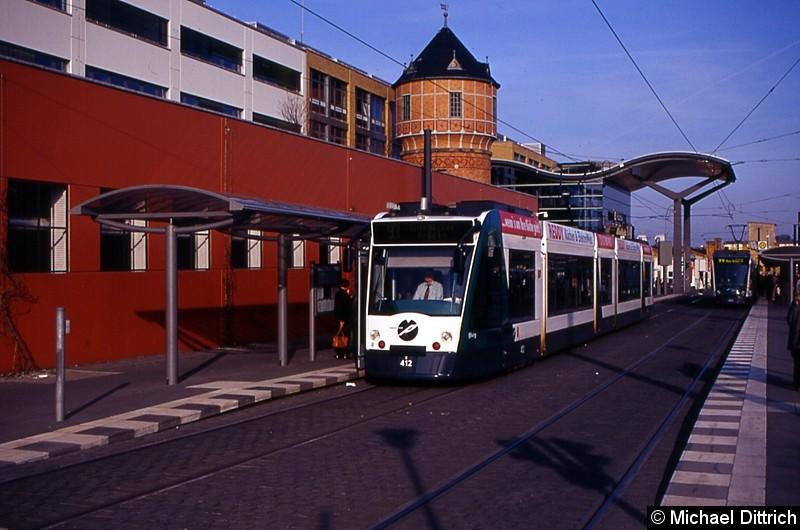 412 als Linie 90 an der Haltestelle Hauptbahnhof.