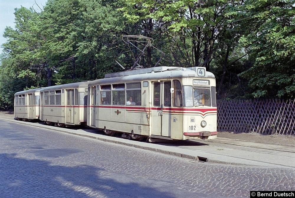 Noch einmal der Dreiwagenzug mit Tw 102, diesmal in Babelsberg.