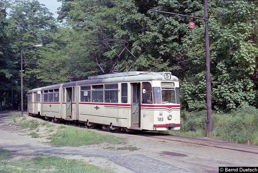 Auch Tw 180 wendet mit seinem Beiwagen im Gleisdreieck am Kapellenberg.