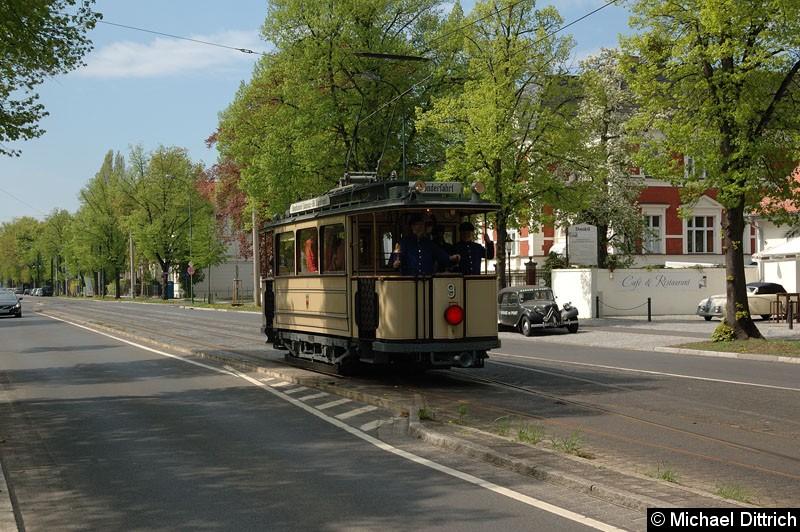 Bild: Wagen 9 bei der Ankunft vor der Haltestelle Glienicker Brücke.