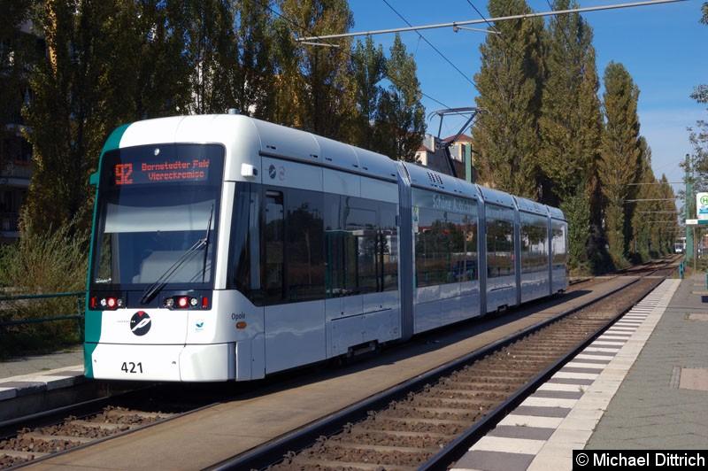 Bild: 421 als Linie 92 an der Haltestelle Marie-Juchacz-Str.
