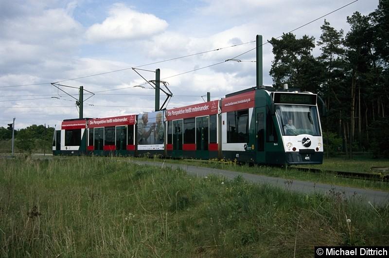 411 als Linie 92 bei der Einfahrt in die Wendeschleife Marie-Juchacz-Str.