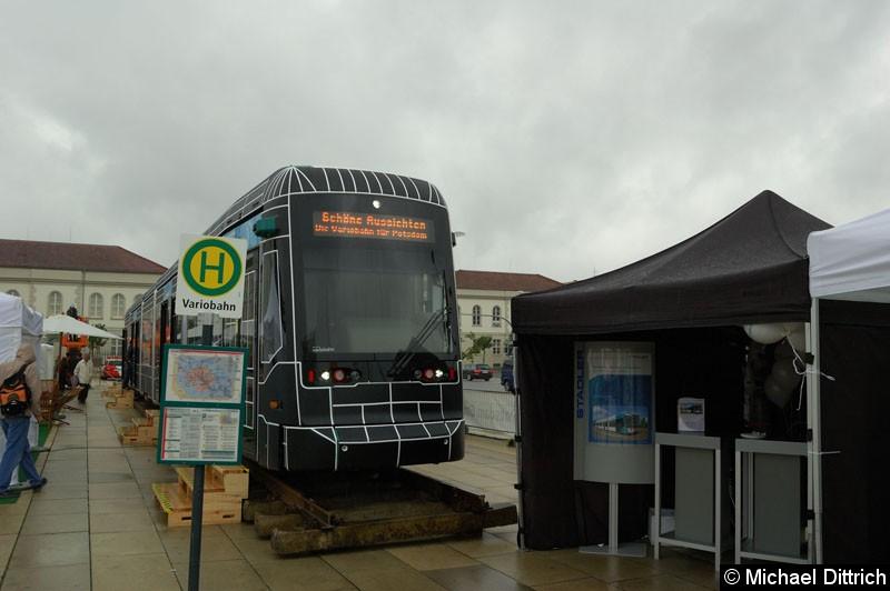 Auf dem Stadtwerkefest 2011 wurde die Variobahn 421 neben dem Stand der Firma Stadler Pankow GmbH ausgestellt.