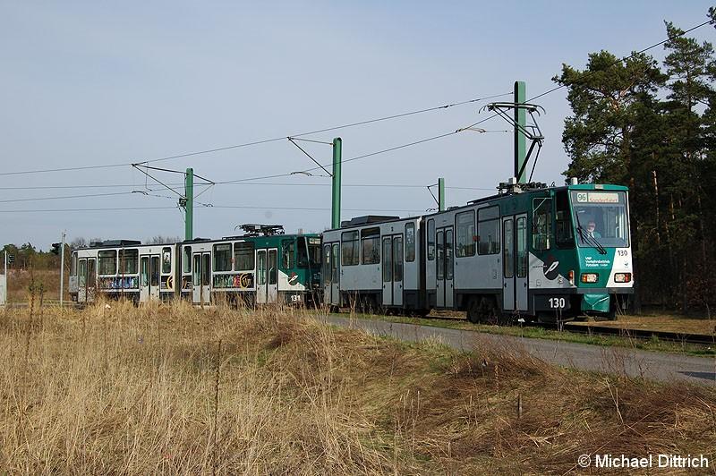 Bild: 130 und 131 bei der Einfahrt in die Wendeschleife Marie-Juchacz-Straße.
