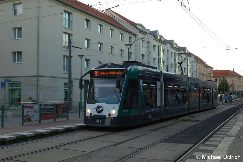 Bild: 402 als Linie 91 am Platz der Einheit.