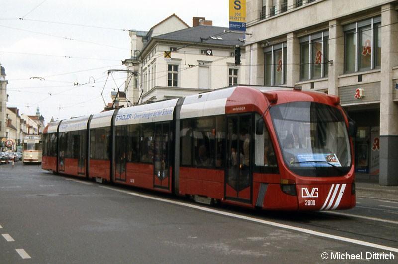 Bild: Variobahn 2000 erreicht den Platz der Einheit.
