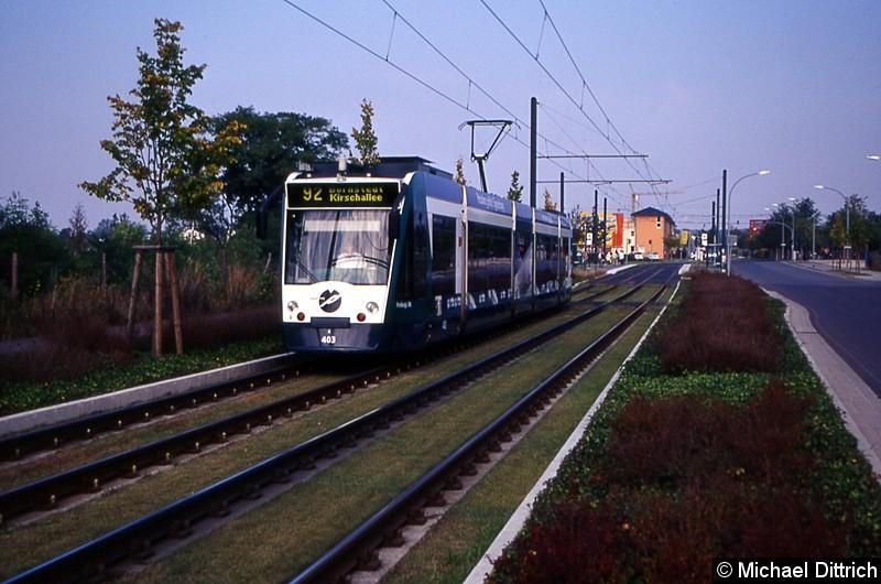 403 als Linie 92 zwischen den Haltestellen Hannes-Meyer-Str. und Johann-Boumann-Str.