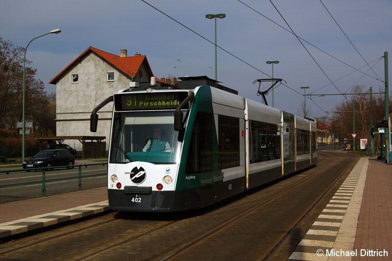 Bild: 402 als Linie 91 an der Haltestelle Luftschiffhafen.