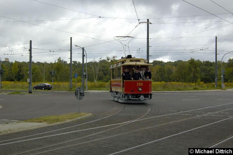 Bild: Wagen 299 aus Mariazell auf der Kreuzung Georg-Hermann-Allee/Kiepenheuerallee.