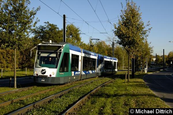 Bild: 414 verlässt die Haltestelle Am Schragen. Aufgenommen am 15.10.2007