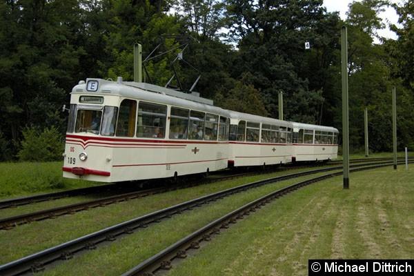 """Bild: Der aus den Wagen 109 + 214 + 218 bestehende Museumszug der Bauart Gotha kurz vor der """"Käferkurve"""""""