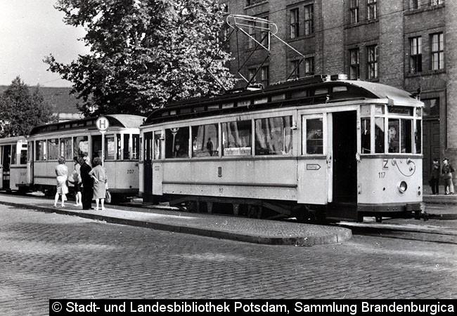 Bild: Wagen 117 mit Beiwagen 207 und LOWA-Beiwagen 237 als Linie 4