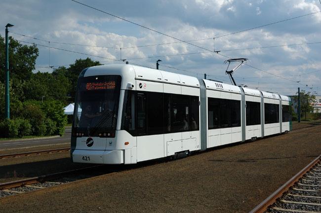 Bild: Die erste Variobahn auf dem Betriebshof der ViP. Aufgenommen am 13. Mai 2011