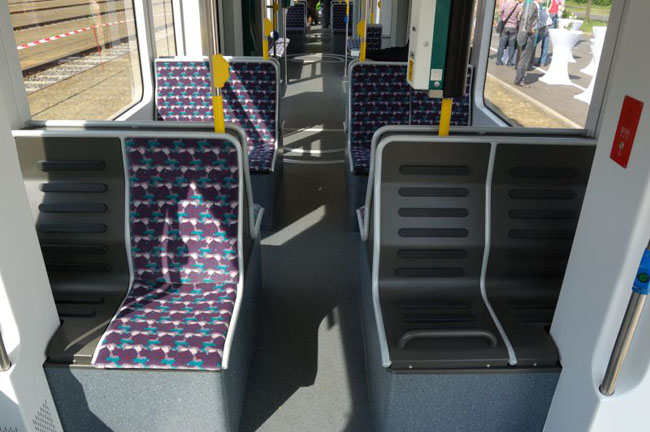 Bild: Blick in den Fahrgastraum der Variobahn. Aufgenommen am 13. Mai 2011