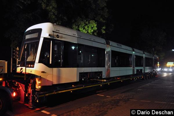 Bild: Variobahn 421 auf dem Tieflader in Velten