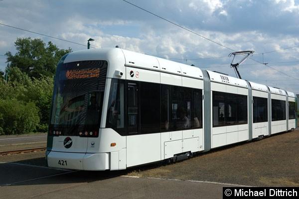 Bild: Die Variobahn auf dem Weg in die Halle